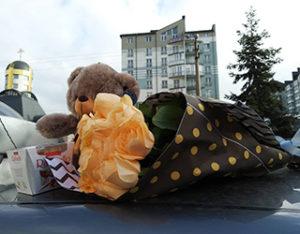 купить цветы и подарки