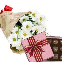 3 хризантемы с конфетами фото товара