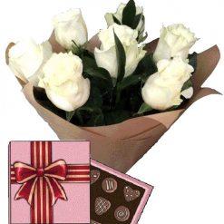 7 белых роз с конфетами фото товара