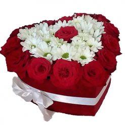 Коробочка «Воздушная любовь» розы и хризантемы